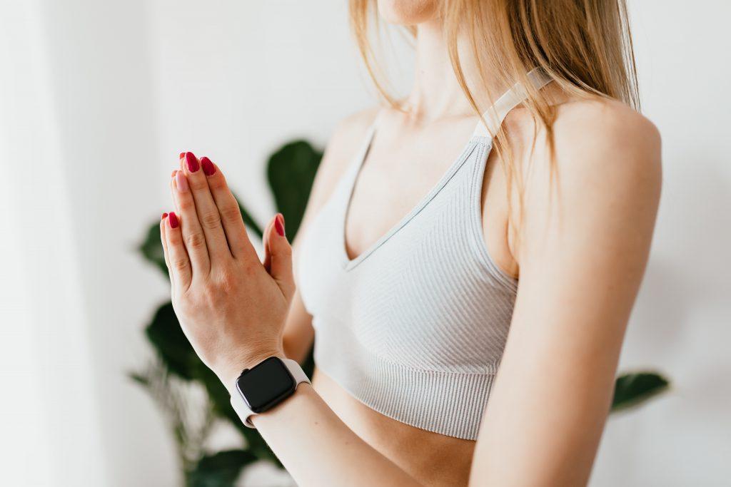 donna meditazione